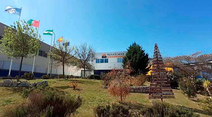 Fachada exterior del colegio Novaschool Medina Elvira